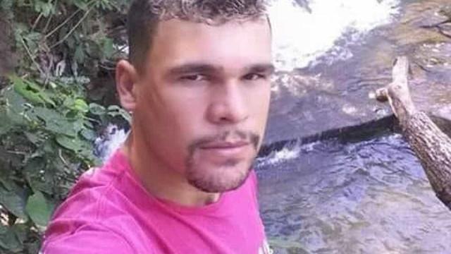 Ex-jogador de futebol morto a tiro no Brasil. Suspeito em fuga