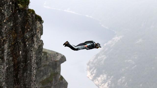 Paraquedista alemão morre na Nazaré