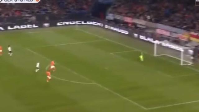 Werner abriu o marcador do Alemanha-Holanda com este remate espetacular