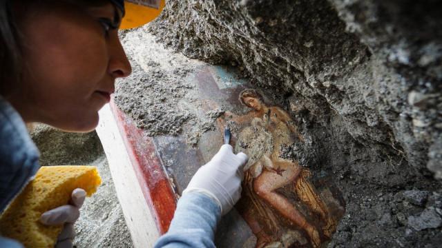 """Fresco de """"cena de grande sensualidade"""" descoberto em Pompeia"""