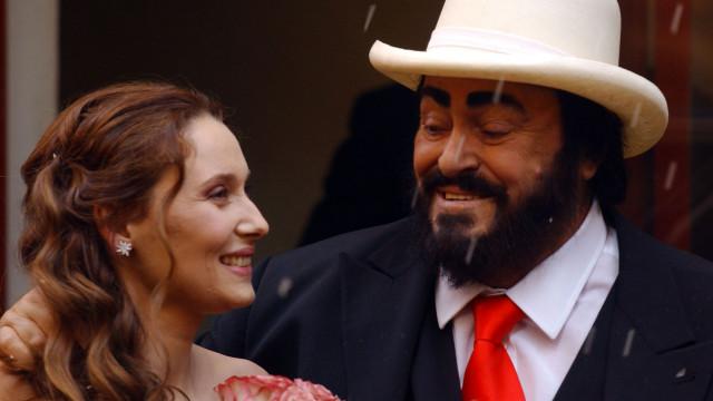 """Viúva de Pavarotti: """"Avisou-me que pensariam que eu queria dinheiro dele"""""""