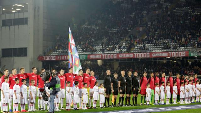 [0-0] Portugal-Polónia: Rola a bola em Guimarães