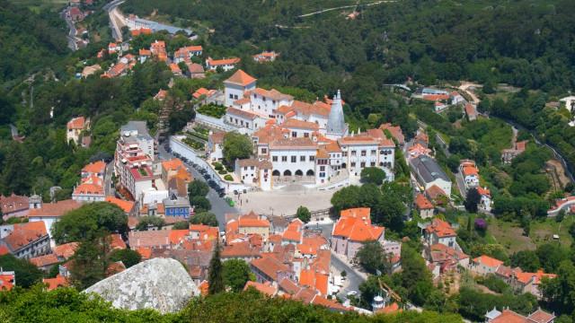 Edifício de dois pisos está em risco de ruir na vila de Sintra