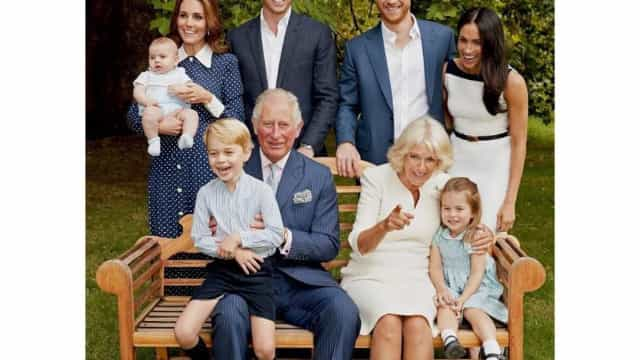 Porque é que a família real ficou a rir nesta fotografia?