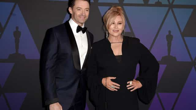 Hugh Jackman declara-se à mulher em evento