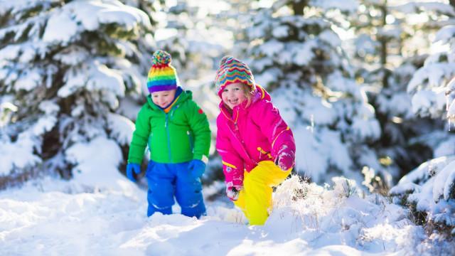 Saiba como é que os casacos puffer podem por em risco a saúde dos miúdos