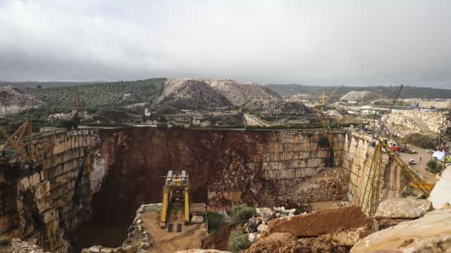 Borba: Carrinha com duas vítimas mortais retirada da pedreira