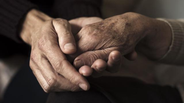 Idoso com Alzheimer abandonado pela filha no aeroporto de Denver