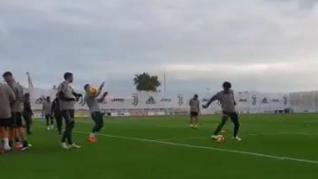 Mais um treino da Juventus, mais um 'show' de Cristiano Ronaldo