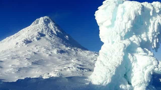 Ilha do Pico transforma-se em postal de inverno com o primeiro nevão