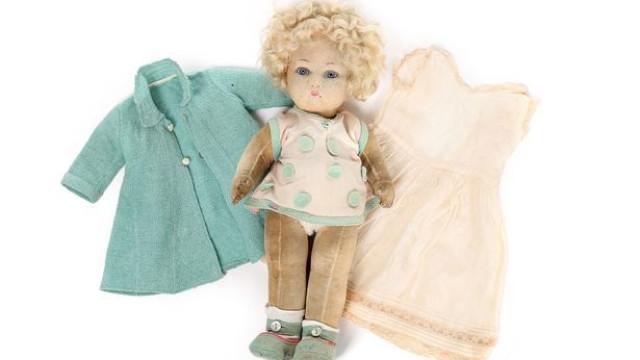 Boneca favorita da rainha de Inglaterra à venda em leilão