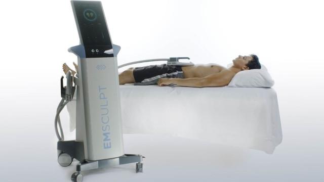 Há uma máquina que faz abdominais por si e só tem que se deitar