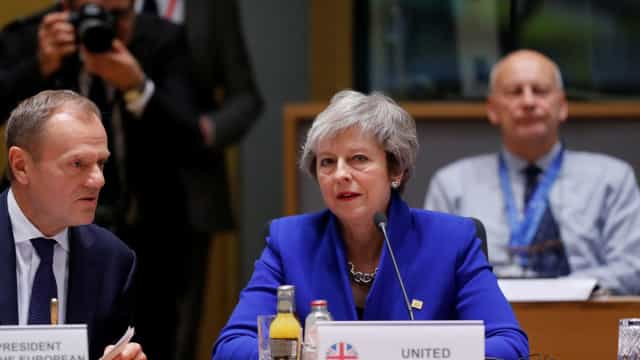 May escreve a britânicos a garantir que acordo de Brexit é bom para todos
