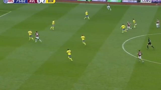 Aos 33 anos, Hutton 'imita' Messi, finta três e marca golaço