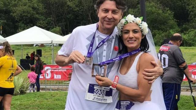 Atletas casam-se durante corrida