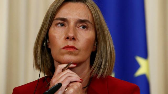 Mogherini pede à Rússia para restaurar liberdade de navegação