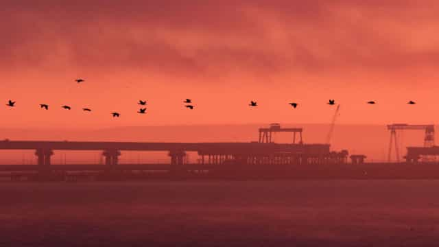 Rússia reabre Estreito de Kerch na Crimeia mas mantém apresados navios