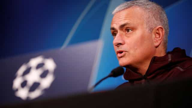"""Mourinho: """"Quem sentir pressão que fique em casa ou veja o jogo pela TV"""""""