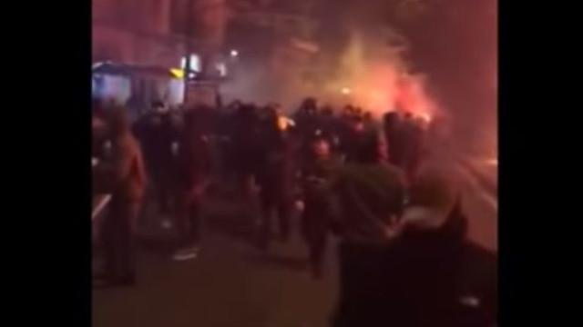 Adeptos do AEK e Ajax causam o pânico nas ruas de Atenas