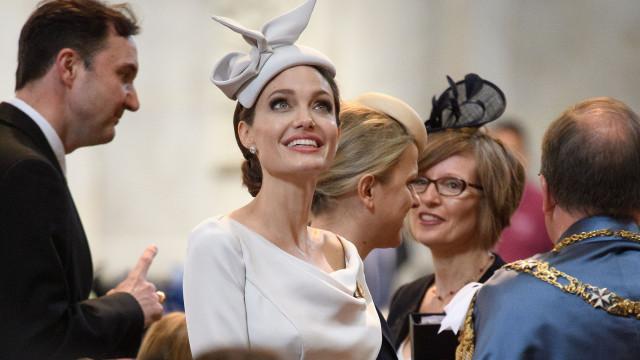 Angelina Jolie participou num evento da realeza e ninguém deu por isso