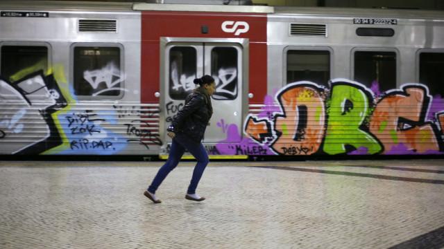 Metro de Lisboa avariado interrompe circulação na linha verde