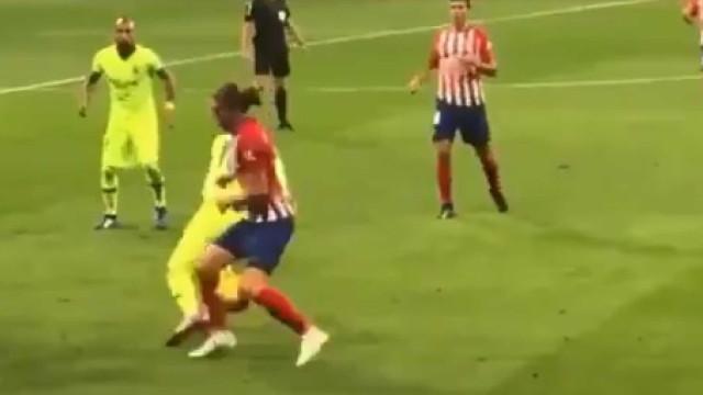 Messi fez isto a Filipe Luís e as redes sociais ficaram 'loucas'