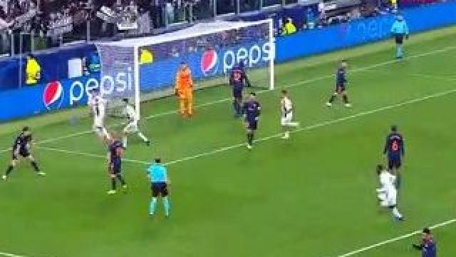Finta vertiginosa de Ronaldo abre caminho para tento de Mandzukic