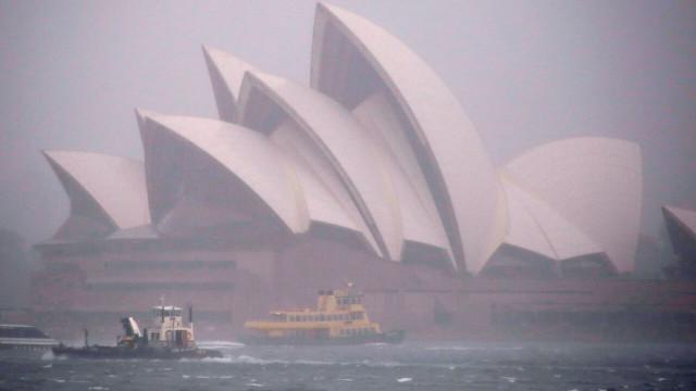 Inundações em Sydney: Voos cancelados e ligações ferroviárias cortadas