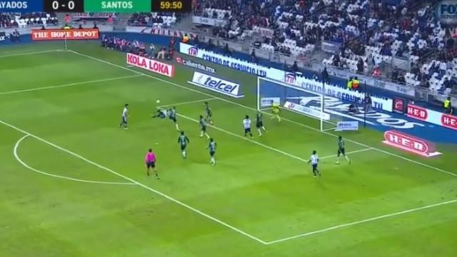 No Benfica foi 'flop', mas no México marca golos de fazer corar CR7