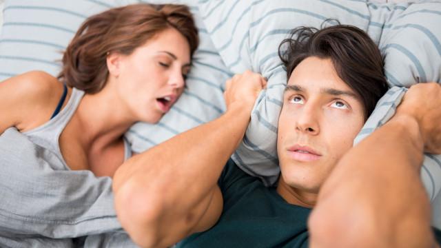 Mulheres que ressonam correm maior risco de desenvolver esta doença
