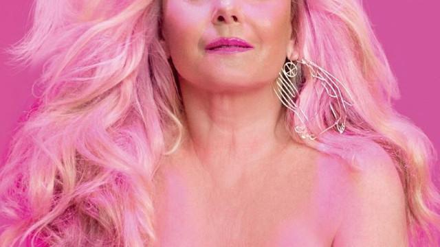 Aos 67 anos, atriz brasileira Vera Fischer posa em topless para revista