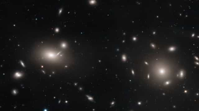 NASA desvenda fotografia com mais de mil galáxias