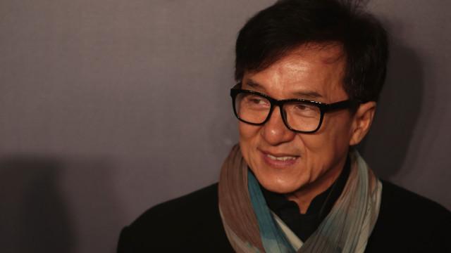 """Prostitutas, jogo e """"presentes excêntricos"""": As confissões de Jackie Chan"""