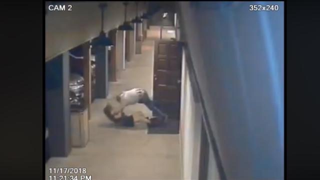 Mulher agredida em bar da Califórnia. Suspeito entregou-se