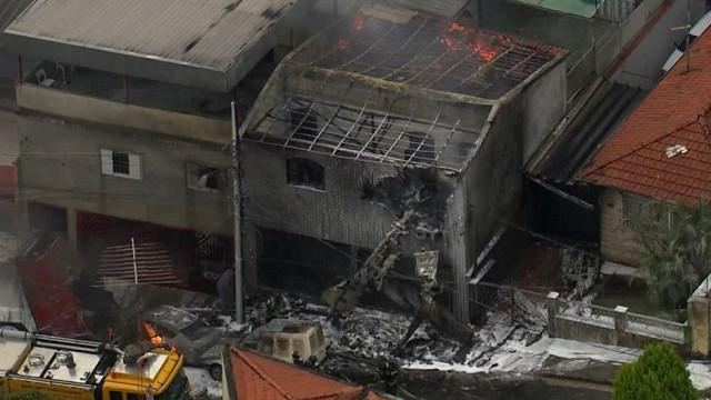 Queda de aeronave em São Paulo faz pelo menos dois mortos