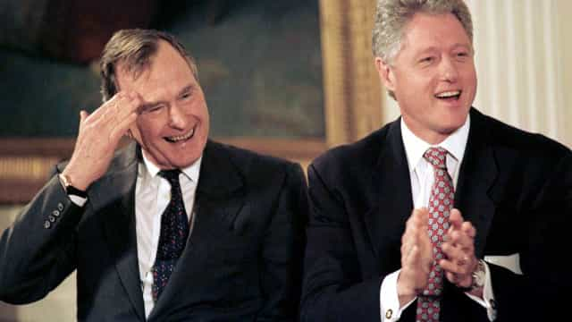 "Bill Clinton destaca decência ""inata e genuína"" de George Bush"
