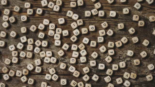 'Assédio' e 'toupeira' entre as candidatas a Palavra do Ano