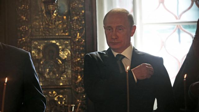 """Putin presta condolências ao """"querido"""" George W. Bush pela morte do pai"""