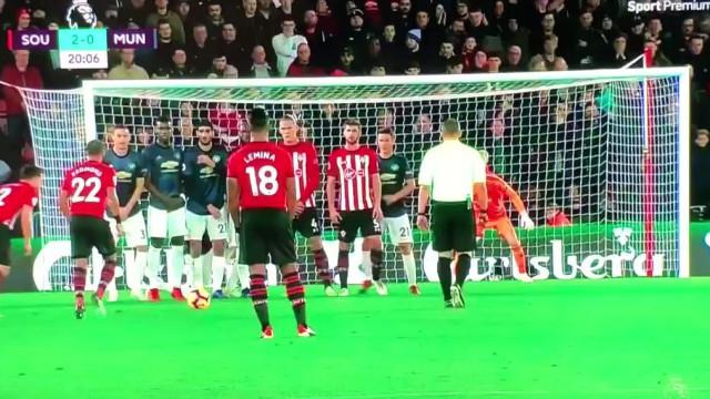 Cédric Soares marca golaço de livre e deixa Mourinho 'desesperado'