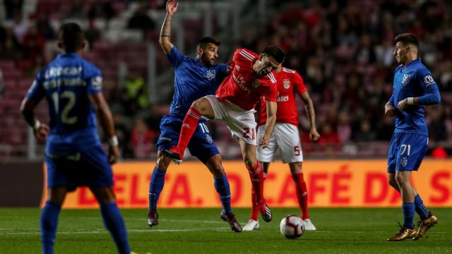 [2-0] Golo do Benfica. Auto-golo de Bruno Nascimento