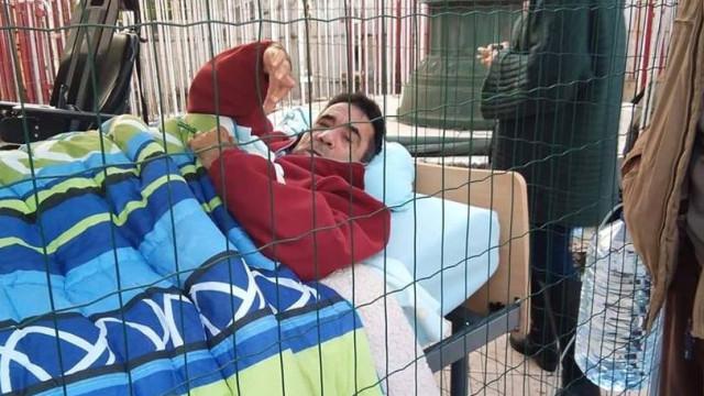 Tetraplégico em protesto desde sábado convida Governo a visitá-lo