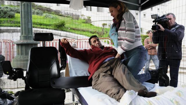 Tetraplégico desmobilizou protesto e vai reunir-se amanhã com o Governo