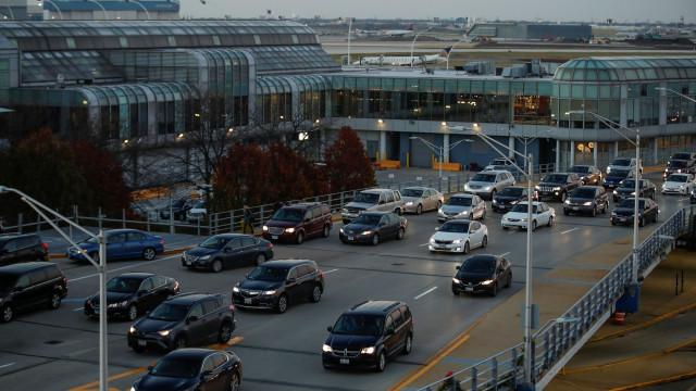 Mulher com Parkinson e de cadeira de rodas deixada sozinha em aeroporto