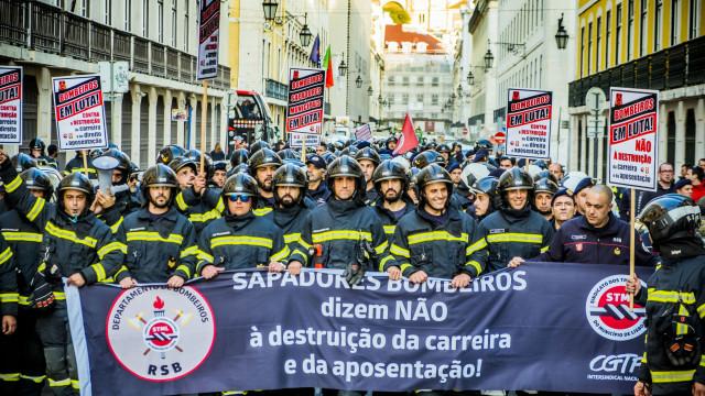 Bombeiros profissionais marcam greve de duas semanas