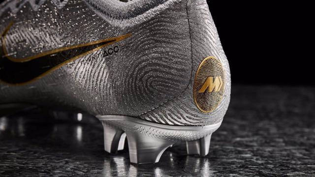 As novas botas que a Nike lançou em homenagem ao novo Bola de Ouro
