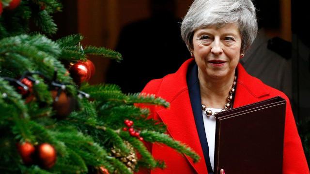 Ministros britânicos explicam benefícios do Brexit por todo o país