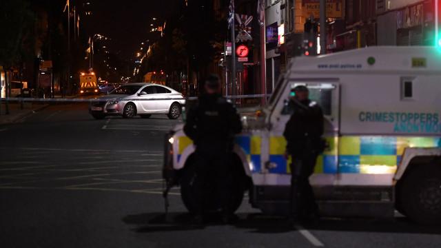 Homem assassinado em Belfast à porta de escola