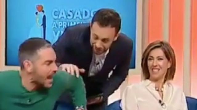 O momento em que João Paulo Rodrigues assusta Cláudio Ramos