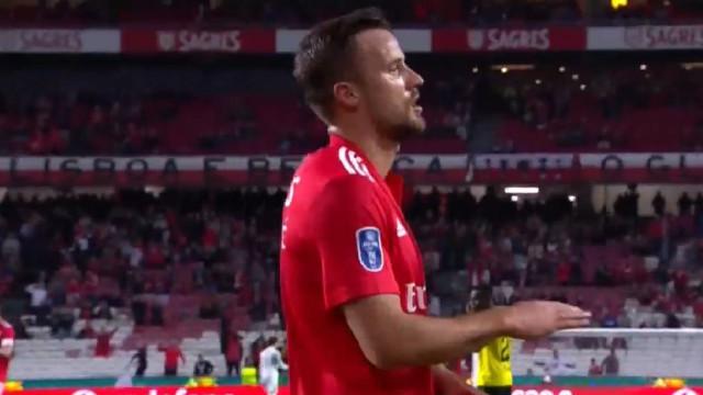 Foi Seferovic quem colocou o Benfica em vantagem sobre o P. Ferreira