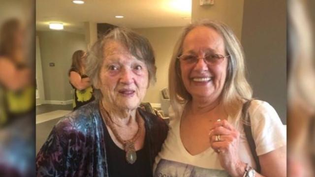 Mãe reunida com filha que pensava ter morrido no parto há 69 anos